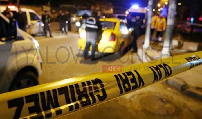 Gece Kulübü Çıkışı Genç Kızlara Araba Çarptı